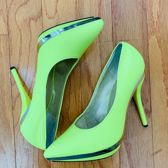 7456d2328e5 Neon Green / Neon Yellow Pumps